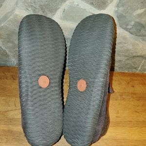 Acorn Shoes - Acorn men's brown suede loafers slippers size 9
